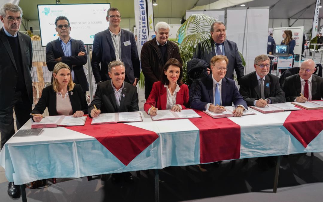 """Signature du protocole d'accord """"Territoire d'industrie"""", lors du """"JOB MEETING"""" à Saumur."""