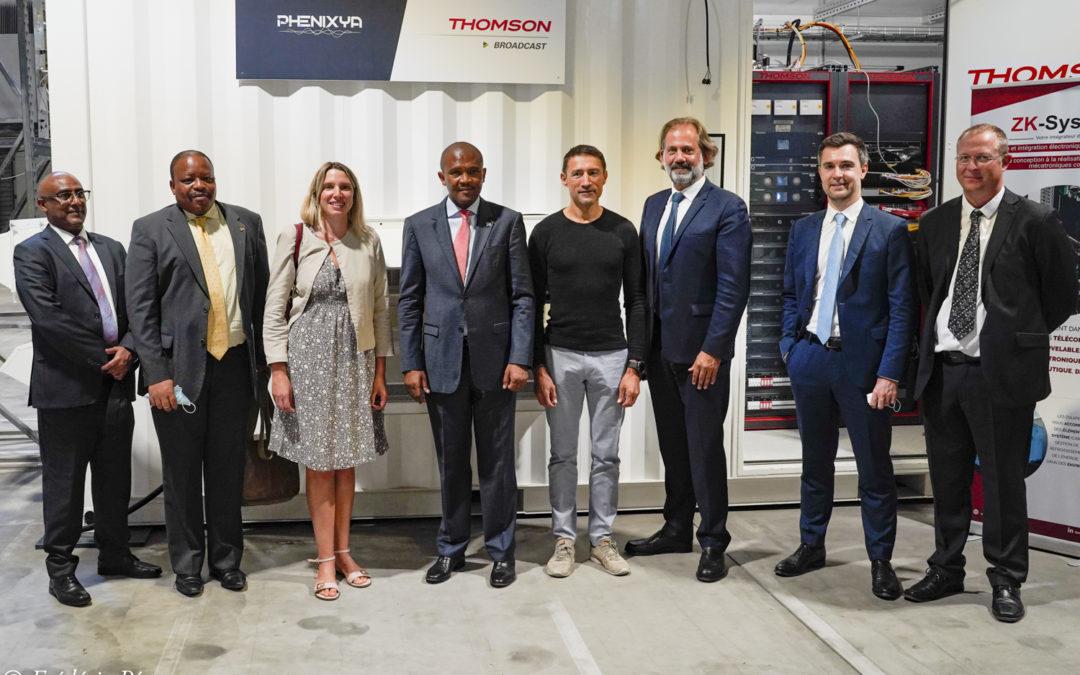 "L'ambassadeur d'Afrique du Sud en France, Tebogo Seokolo, en visite dans l'entreprise ""ZK Systèmes"""
